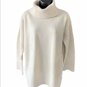 Uniqlo Cream Turtleneck Sweater Size S
